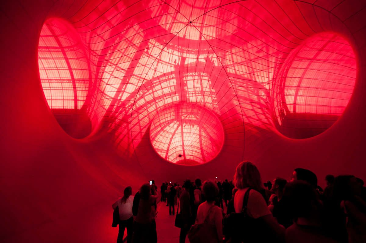 In de buik van Leviathan, een werk van Anish Kapoor, Grand Palais, Parijs
