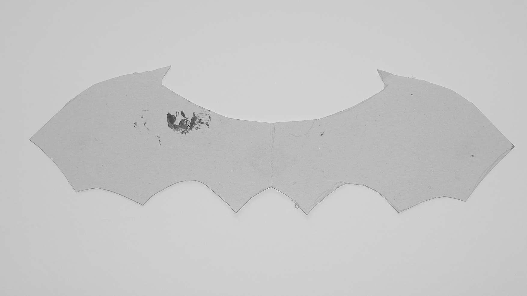vleermuizen - doe het zelf vleermuis van wc rol en karton - stap 1 - de vleugels
